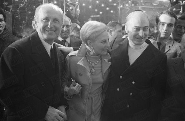 """Bourvil en compagnie de Gérard Oury et Michèle Morgan, à la première du film """"Le cerveau"""", en mars 1969."""