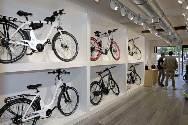 La boutique dédiée au Piaggio Wi-Bike, avenue de la Grande Armée, à Paris.