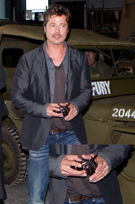 Première sortie avec son alliance pour Brad Pitt.