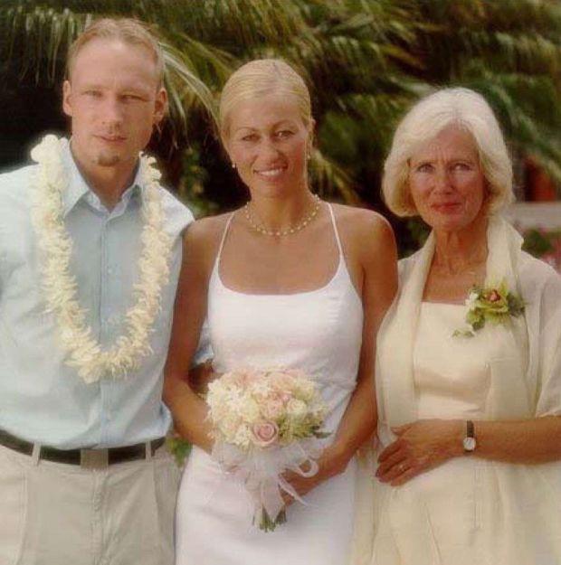 « Le 12 mai 2010, Anders Behring Breivik au mariage de sa sœur Elisabeth, avec leur mère Wenche Behring. » - Paris Match n°3245, 27 juillet 2011