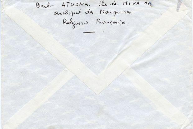 Au verso d'un courrier envoyé depuis les Marquises, Brel écrit de sa main sa dernière adresse dans le Pacifique.