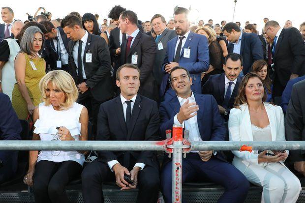 Brigitte et Emmanuel Macron, aux côtés d'Alexis Tsipras et sa compagne Betty Batziana, sur la colline de la Pnyx, jeudi soir.