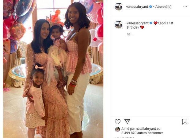 Vanessa Bryant entourée de ses filles Bianka, Capri et Natalia, pour les 1 an de Capri, le 20 juin 2020