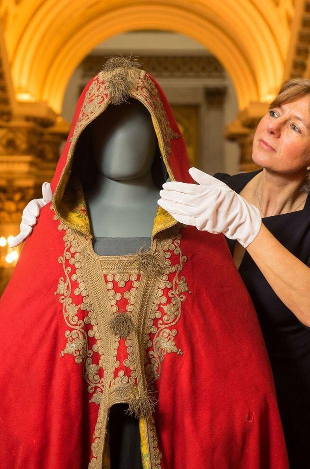 Le burnous de Napoléon Ier conservé dans les collections royales britanniques