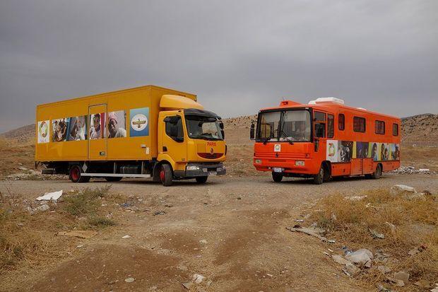 En Irak, le dispensaire mobile et le bus dédié aux femmes et aux enfants d'EliseCare.