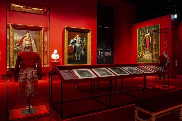 """Vue d'une salle de l'exposition """"La maison de l'Empereur. Servir et magnifier Napoléon Ier"""" au château de Fontainebleau, avril 2019"""