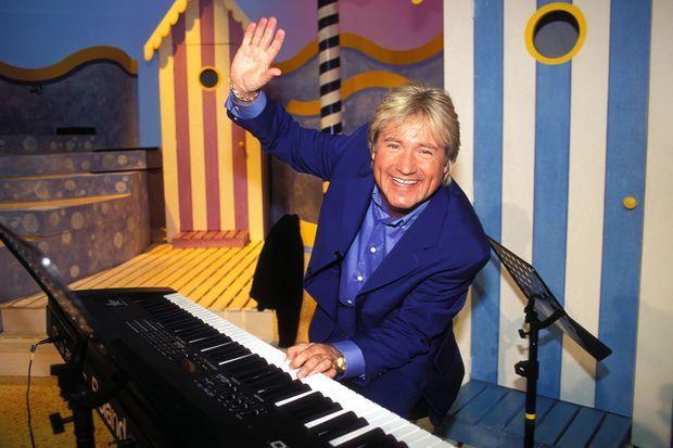 Le chanteur C. Jérôme sur le tournage de « La Chanson Trésor », en juin 1996.