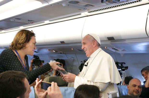 Caroline Pigozzi et le pape François.