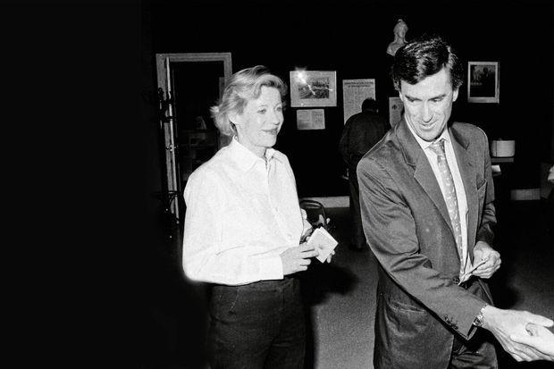 Militant socialiste, ancien conseiller de Claude Evin, Jérôme Cahuzac se présente pour la première fois à la députation. Le 25 mai 1997, il vote avec sa femme à Villeneuve-sur-Lot. Il sera élu au second tour avec 50,73 % des voix.