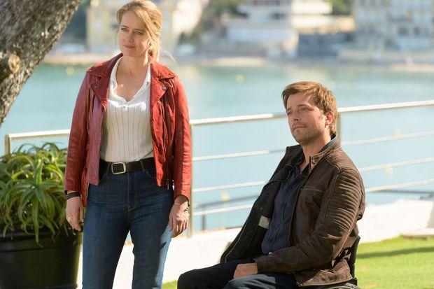 Julie Delarme (Lucie Delambre) et Julien Baumgartner (Fred Caïn).