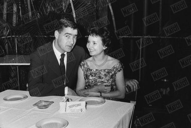 Les jeunes mariés de Paris Match, Marie-Hélène Vivies, reporter, et Daniel Camus, photographe, sont en voyage de noces à Cuba quand éclate à La Havane le mouvement de libération.