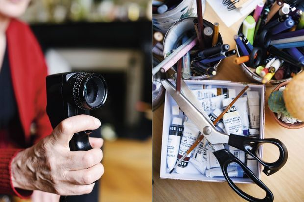 """A gauche:La cellule photographique de Caroline Champetier: """"Mon Spotmeter me sert à mesurer la lumière, qui est ma matière."""" La paire de ciseaux de Catherine Leterrier: """"C'est grâce à elle que se dessine la première ébauche d'un personnage..."""""""
