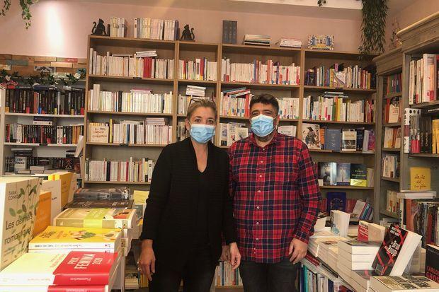 Florence Kammermann dans sa librairie Au Temps Lire, à Cannes.