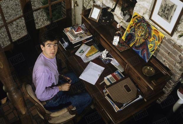 Eric Cantona dans sa maison de Poilly-sur-Tholon, 13 mai 1988.