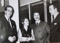 """En 1964, Robert Vachy et son épouse lors d'un congrès de rhumatologie pour le lancement de """"Calcium Forte"""", premier médicament issu de ses recherches chez Sandoz."""