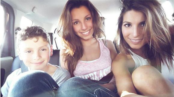 Selfie de fratrie pour Laury Thilleman sur son compte Instagram