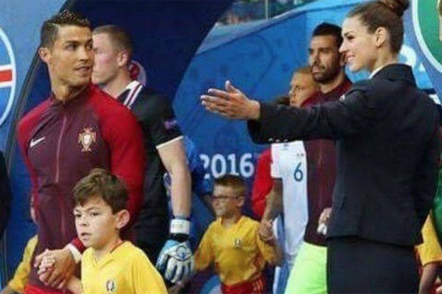 Ronaldo totalement charmé par la séduisante Céline Fisher.