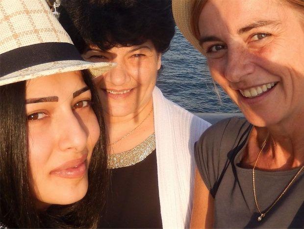 Anne Consigny avec Narine et sa mère, Susanna, en octobre 2014.