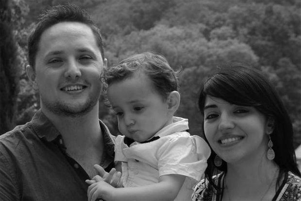 Elodie et Jamie lors du baptême de Théo. A cette époque, Elodie avait encore tous ses cheveux.