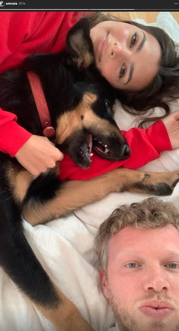 Emily Ratajkowski, son époux Sebastian et leur chien Colombo