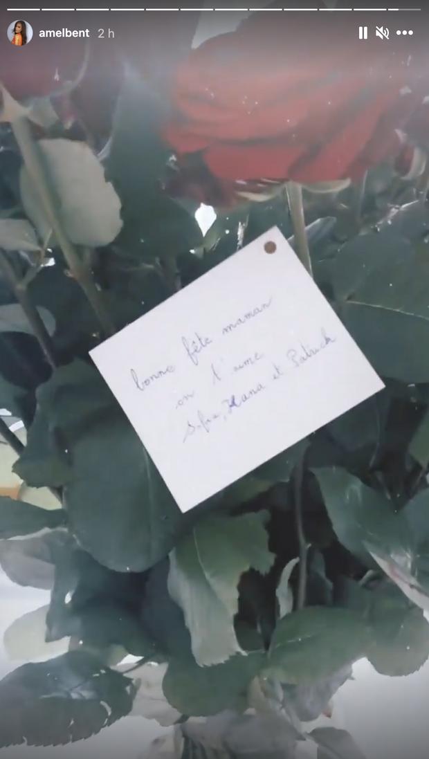 Amel Bent révèle le bouquet de roses qu'elle a reçu pour la fête des mères de son mari et de leurs filles le 30 mai 2021
