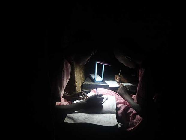 L'énergie solaire permet aux Kenyans de ne pas chauffer au bois.