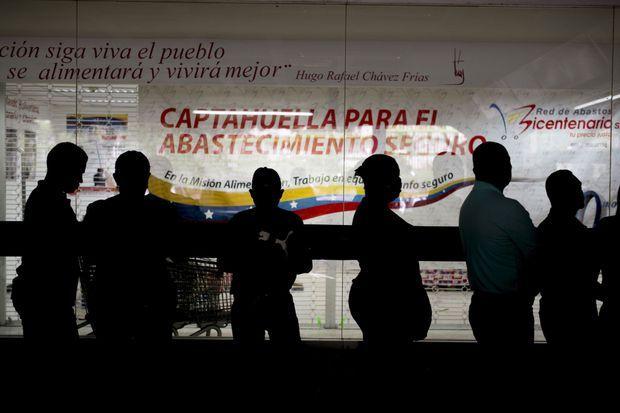Faire la queue, le nouveau quotidien des Vénézuéliens.