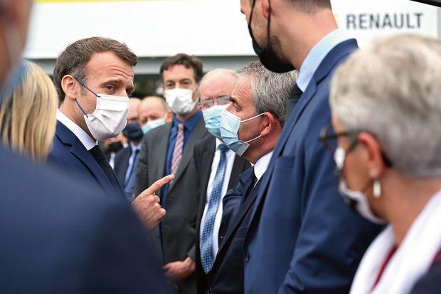 Carambolage… Emmanuel Macron et Xavier Bertrand à l'usine Renault de Douai, au lendemain du scrutin, le 28 juin.