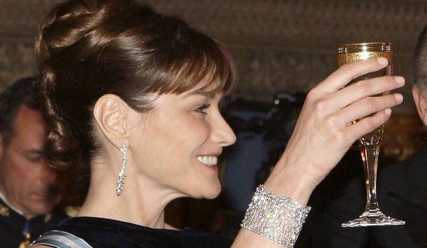 Carla Bruni coupe de champagne-