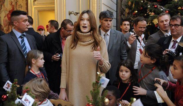 Carla Bruni -première sortie après bébé-