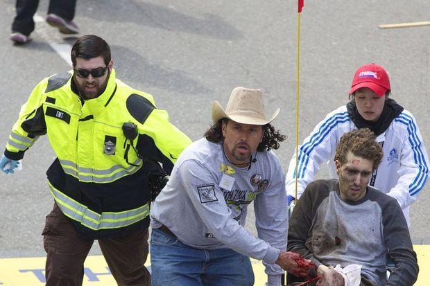 Carlos Arredondo et Jeff Bauman le 15 avril dernier, en plein chaos.