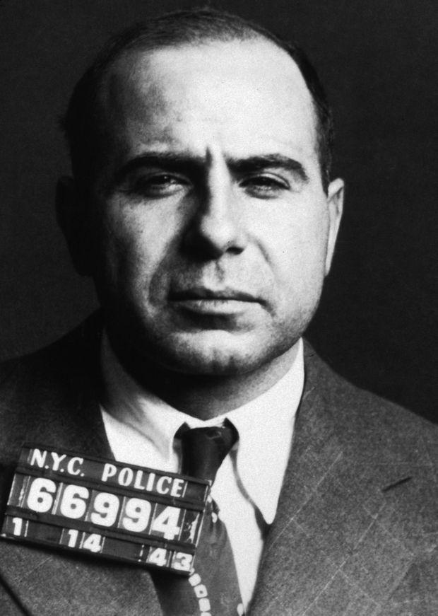 Carmine Galante, sur un « mugshot » (photo d'identification judiciaire) de 1943.