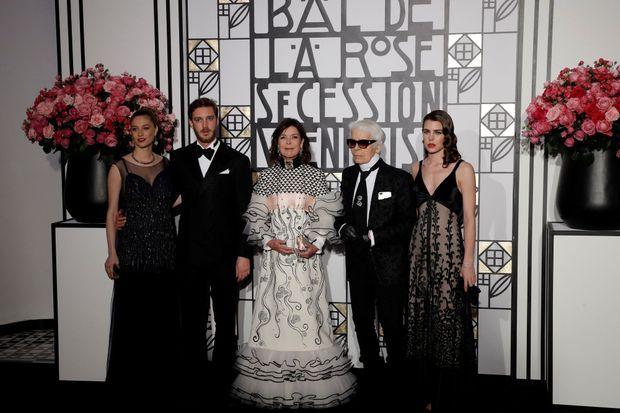 La princesse Caroline de Hanovre avec Charlotte et Pierre Casiraghi, Beatrice Borromeo-Casiraghi et Karl Lagerfeld le 18 mars 2017