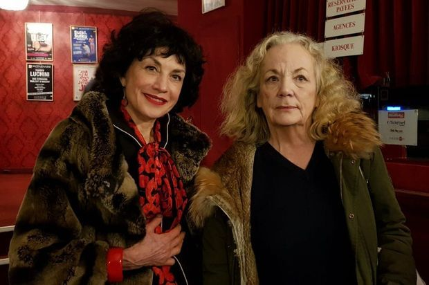 Notre journaliste Catherine Schwaab et Catherine Hiegel, samedi au Théâtre Montparnasse.