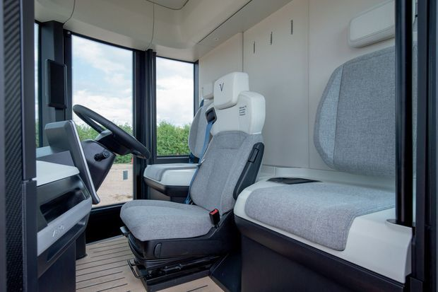 Ce camion de livraison «nouvelle génération» jouit d'une autonomie maximale de 200 kilomètres, avec des pointes de vitesse à 90 km/h.