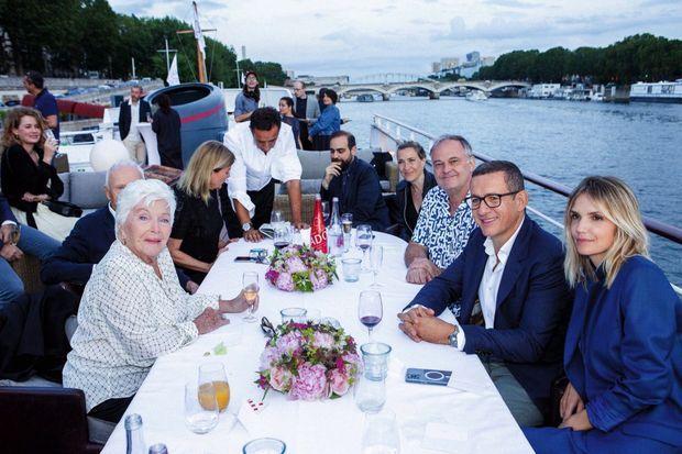 Ce soir-là, le couple célèbre surtout les 93 ans de Line Renaud, qui a retrouvé sur le tournage son fils de cinéma.