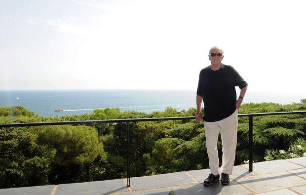 « Ce toit tranquille où marchent des colombes… » A Sète, la terrasse des Soulages est toute proche du cimetière marin cher à Paul Valéry.