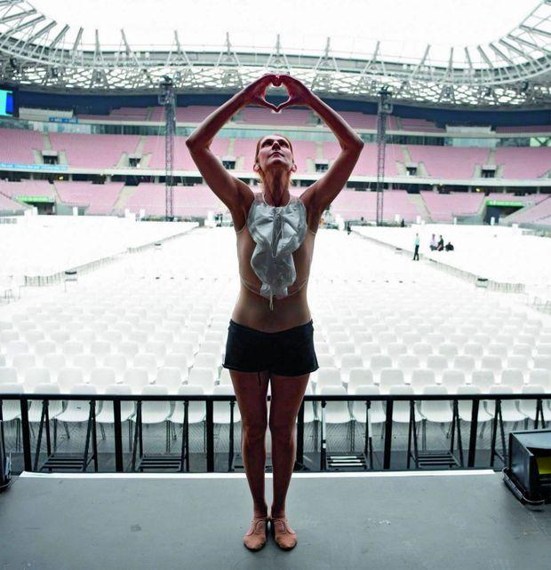 Le 12 juillet 2017, à Nice, pendant les répétitions de son spectacle : elle rendra hommage aux victimes de l'attentat du 14 juillet 2016.