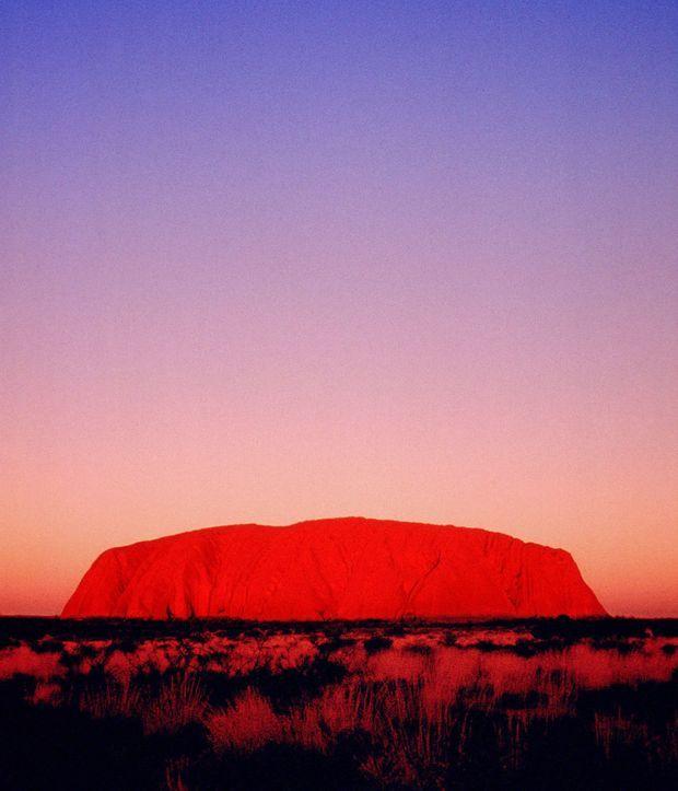 « Azaria a disparu dans le décor majestueux d'Ayers Rock, le rocher légendaire des aborigènes qui se dresse dans les plaines désolées des Territoires du Nord. » - Paris Match n°2088, 1er juin 1989.