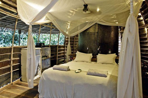 L'ïntérieur d'une hutte au camp Ngaga.