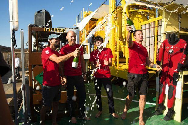 Champagne ! De g. à dr. : Yanick Gentil, Antonin Guilbert, Thibault Rauby et Laurent Ballesta.