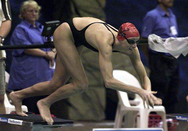 « 16 avril 2004, à Durban, Charlene participe à la finale des championnats nationaux de natation. » - Paris Match n°3189, 1er juillet 2010
