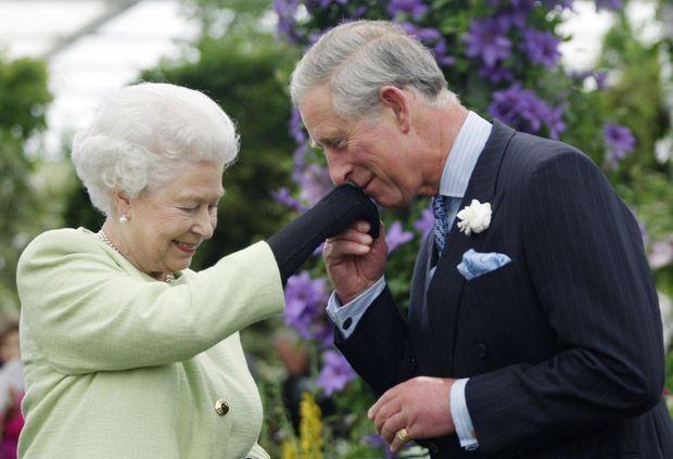 Avec sa mère, la reine Elizabeth, en 2009.