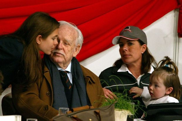 Charlotte, le prince Rainier et la princesse Caroline en 2002.