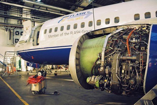 « Le 17 décembre 2002, le Boeing 737 Flash Airlines était révisé dans les ateliers de l'aéroport de Stavanger en Norvège. Après quatre semaines d'entretien, la compagnie Braathens le déclarait en bon état. » - Paris Match n°2851, 8 janvier 2004.