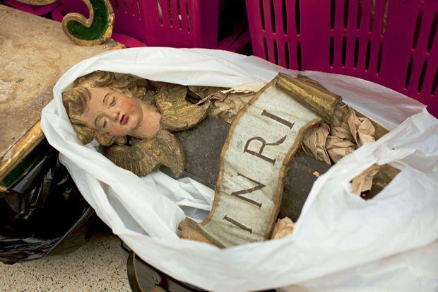 Des objets du Moyen âge jusqu'à notre ère Les biens de l'Eglise sont plus faciles à dérober. Ici, le détail d'un sommet de crucifix.