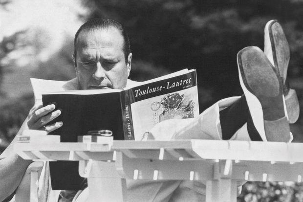 En vacances dans son château de Bity, à Sarran, en 1977.