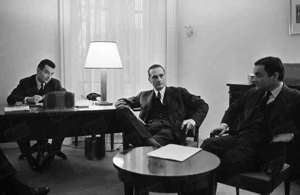 «Les jeunes loups», l'équipe de choc du «Comité Vème République», font campagne dans le Massif central pour les Législatives de mars 1967. Ici, Jean Charbonnel, Jacques Chirac et Claude Binet, le 18 janvier 1967 en Auvergne.