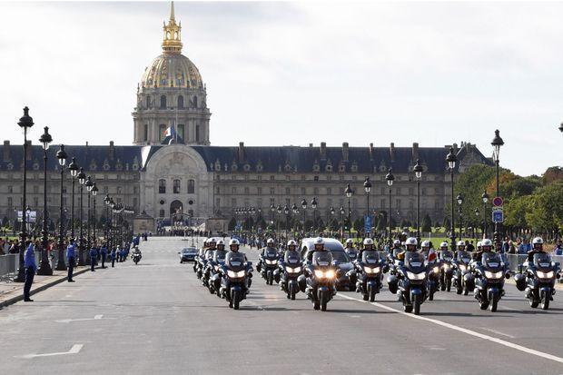 11 h 25, l'hommage du Paris éternel.