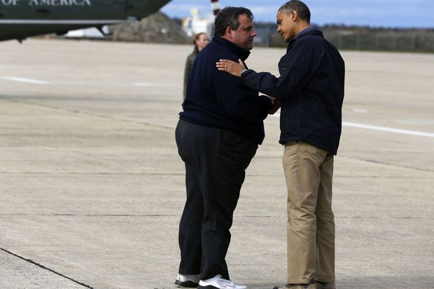 Chris Christie accueillant Barack Obama après le passage de l'ouragan Sandy, en octobre 2012.